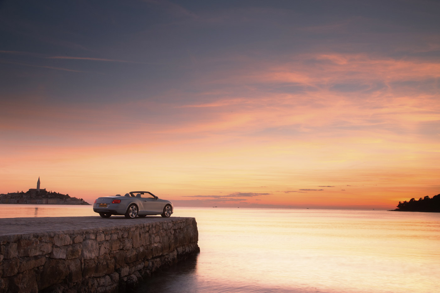 <p>Exquisite sunset on the Croatian coastline. The ancient town of Rovinj in the background.</p>