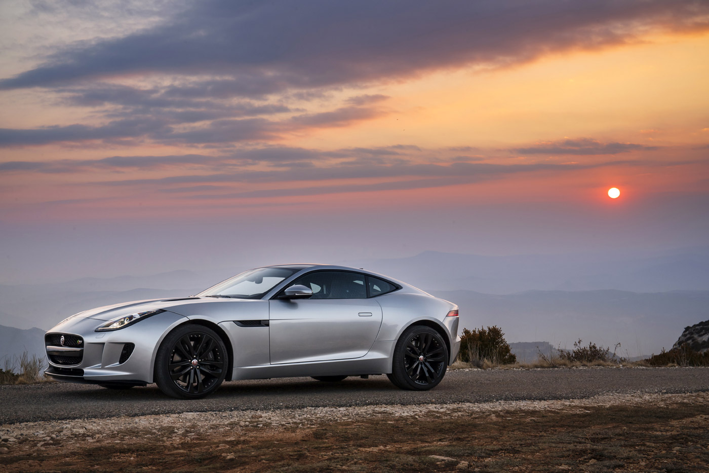 Rhodium Silver brings out the taut lines of the Jaguar F-TYPE Coupé ...