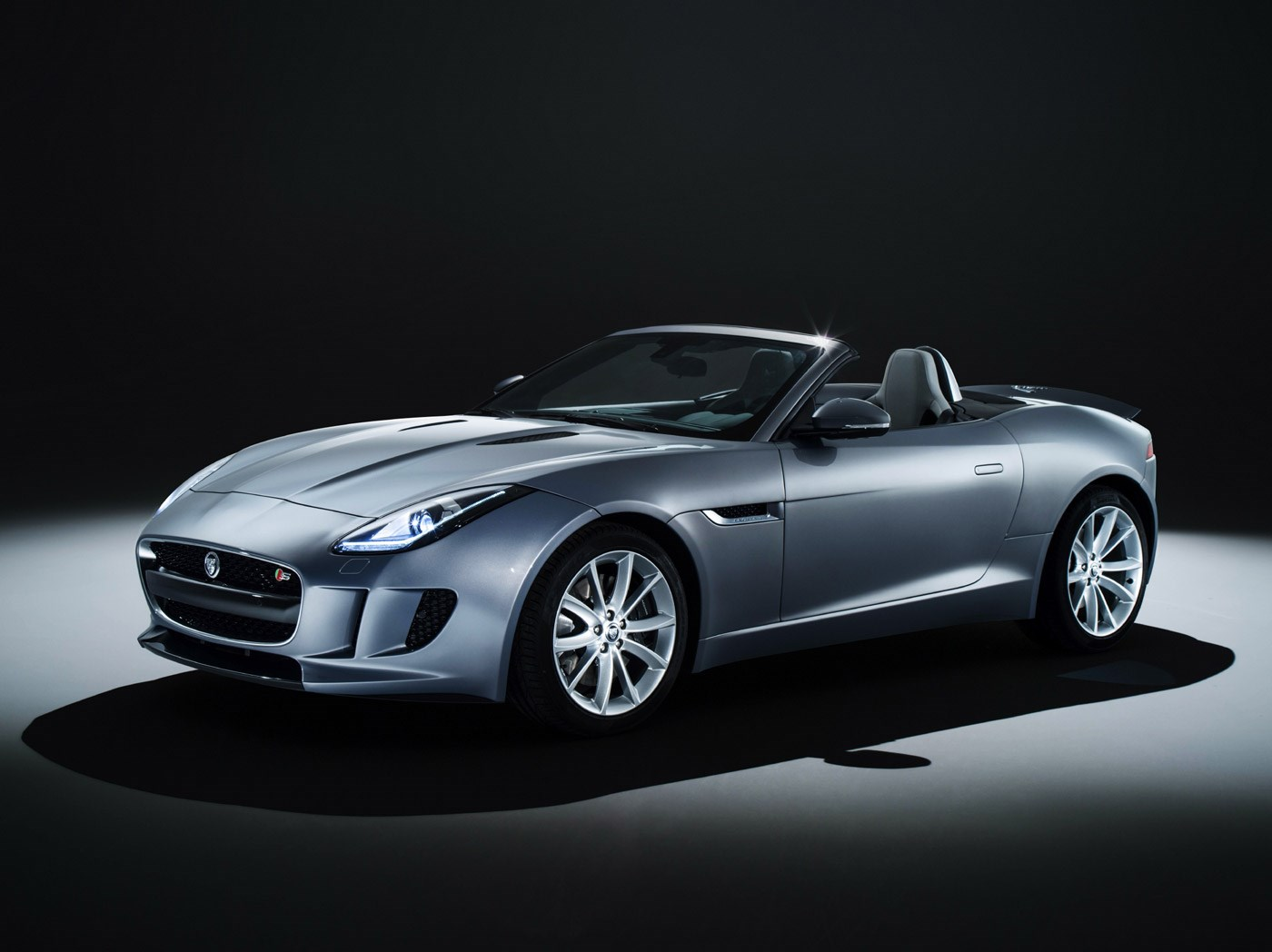 Jaguar F-TYPE convertible studio