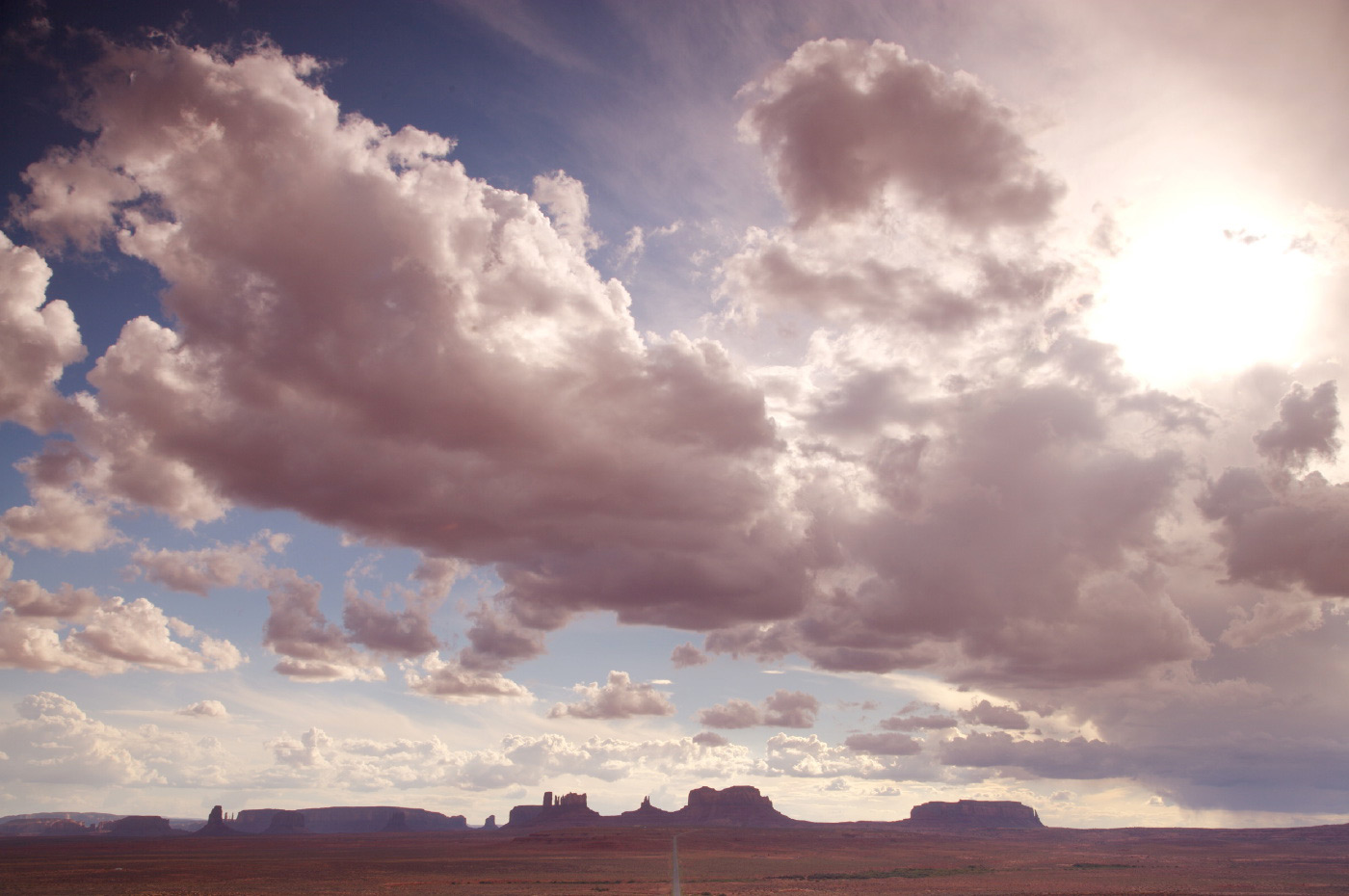 <p>The unmistakable shape of the horizon on the way into Monument Valley, USA.</p>